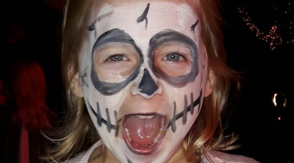 Schminke- Halloween-Kinder