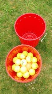 Tennisbälle in Oskartonne