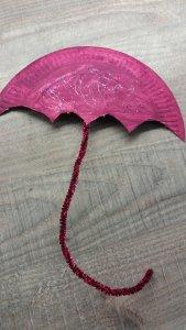 Basteln mit Papptellern: Regenschirm