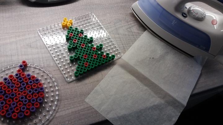 Weihnachtsschmuck aus Bügelperlen