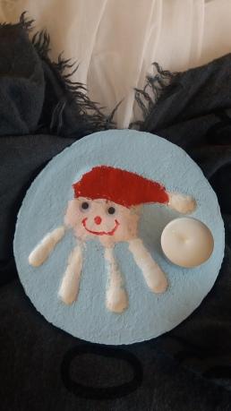 Weihnachtsmann aus Handabdruck mit Salzteig
