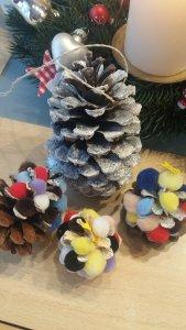 Weihnachtliche Tannenzapfen