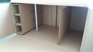 Kleiderschrank für Puppen aus Pappkarton