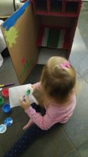 Puppenschrank aus Pappkarton selber machen