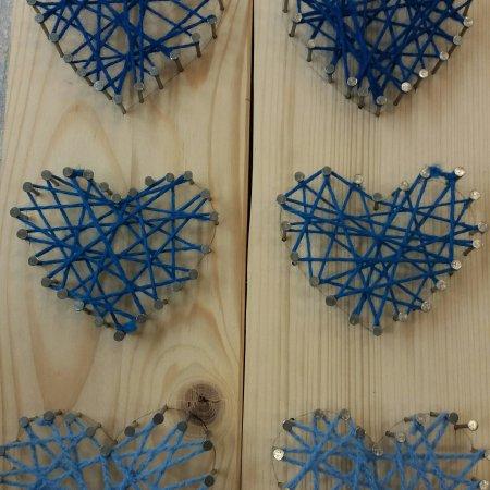 Herzen aus Nägeln und Wolle basteln