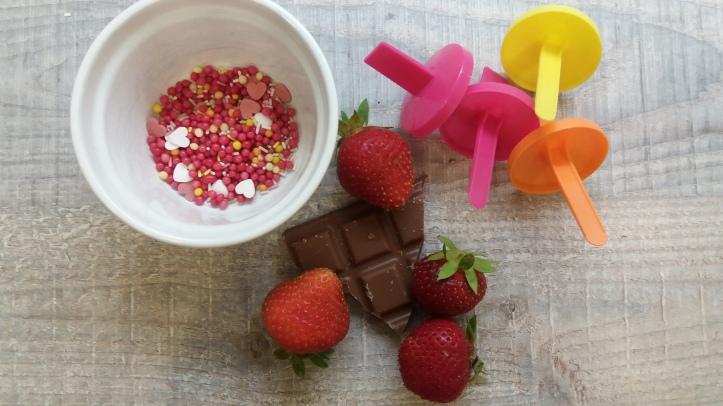 Erdbeeren am Spieß mit Schokolade