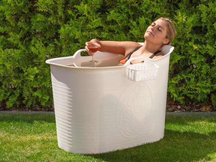 prosecco in der badewanne auf der terrasse coolstuff f r meine freundin zum geburtstag. Black Bedroom Furniture Sets. Home Design Ideas
