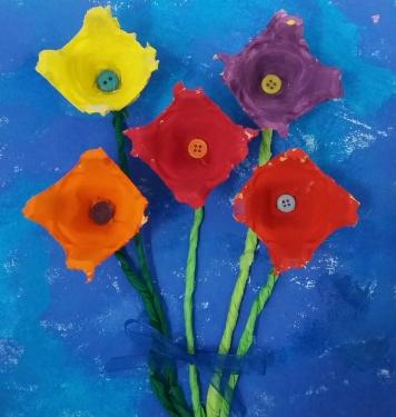 Blumen aus Eierkartons