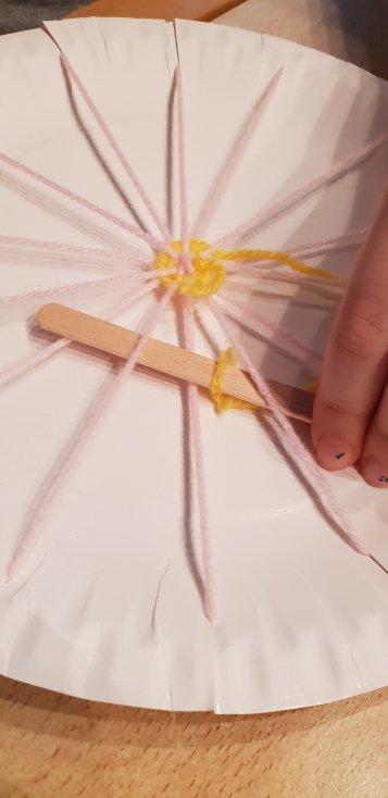Webrahmen aus Pappteller selber machen