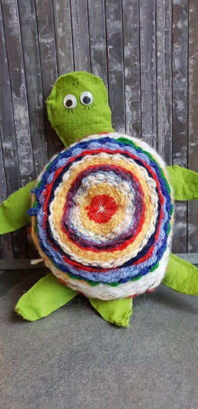 Schildkröte aus Webrahmen selber machen