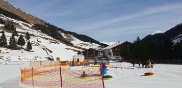 Skifahren für Kinder: Übungshang und Karusell Hintertux